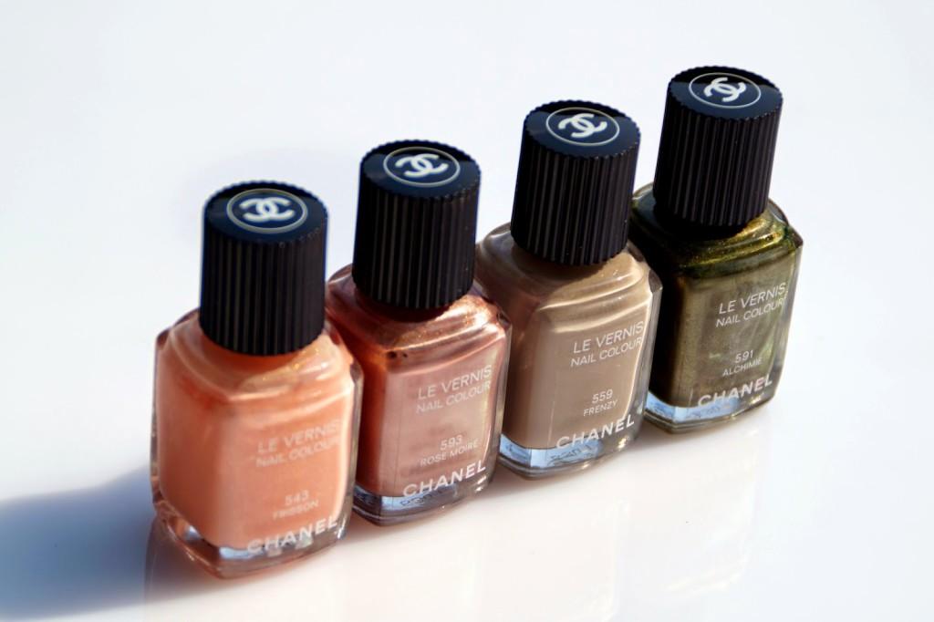 dfe126f5b32 Iedere nagellak van Chanel ziet er eigenlijk hetzelfde uit. Luxe, mooi  afgewerkt maar met niet te veel poespas. Op de dop van ieder potje zie je  ook nog ...