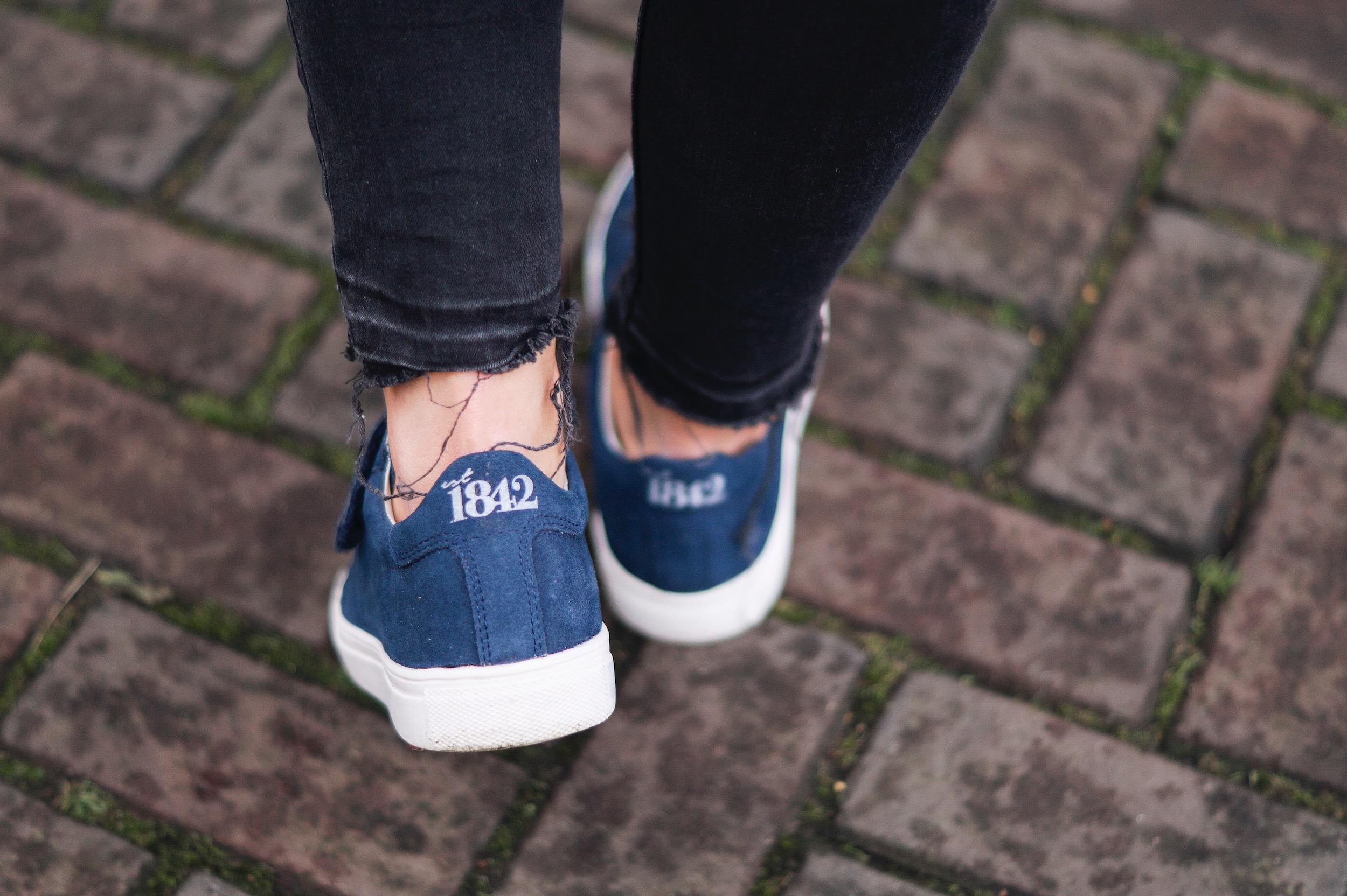 EST sneakers